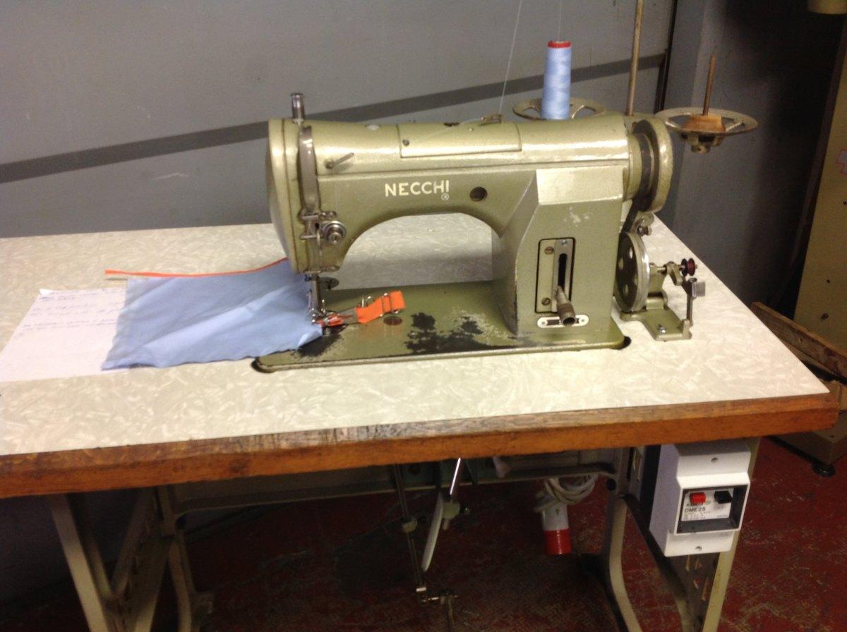 Usato necchi macchina per cucire lineare testa corta for Macchina da cucire e ricamo