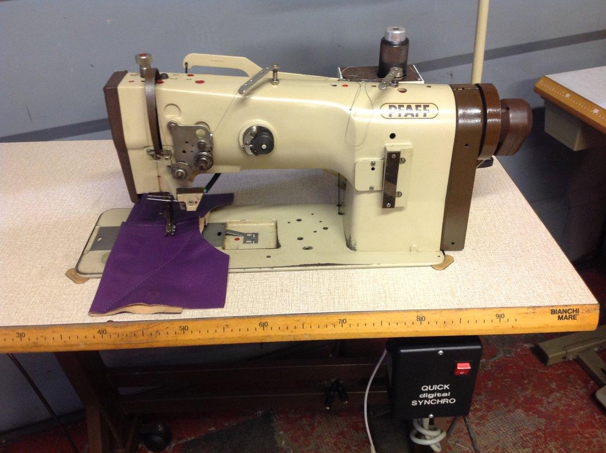 Usato pfaff macchina per cucire 1245 900 ad 1 ago del for Prezzi macchine da cucire