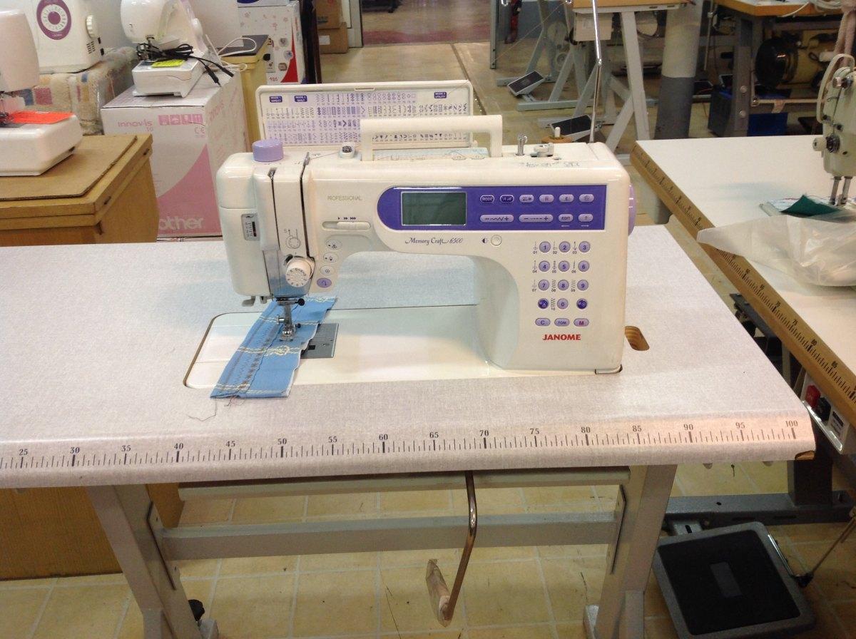 Janome macchina per cucire e ricamo mc6500p con tavolo del giudice e nipote - Tavolo con macchina da cucire ...